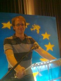 Op het overwinningsspreekgestoelte van Bart De Wever (juni 2010)