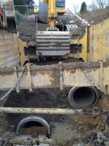 ... vervangen door een regenwaterafvoer- (RWA) en droogweerafvoerbuis (DWA).