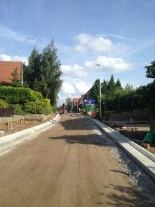 Zicht richting Ten Gaerde: borduren worden gegoten in beton