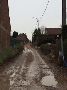 In de Kleinveldweg zijn de nieuwe rioleringen reeds geplaatst.