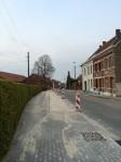 Wijngaardstraat met nieuwe voetpaden en parkeerstroken waar mogelijk