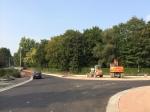 Het overgedimensioneerde kruispunt Ijsbergstraat/Roomstraat is tot normale proporties terug gebracht. De bushaltes werden verhoogd en de fietser heeft ruimschoots plaats.